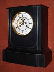 Часы каминные в корпусе из черного полированного мрамора,  конец XIX в.